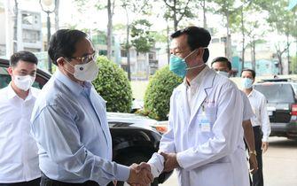 Thủ tướng Phạm Minh Chính kiểm tra phòng chống dịch ở bệnh viện ĐH Y dược và Chợ Rẫy