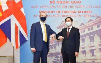 Việt Nam đề nghị Anh hỗ trợ chuyển giao công nghệ sản xuất vaccine