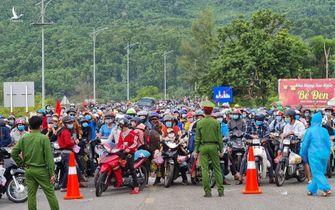 Nhiều tỉnh miền Trung tính hỗ trợ tiền cho người dân ở lại TP HCM