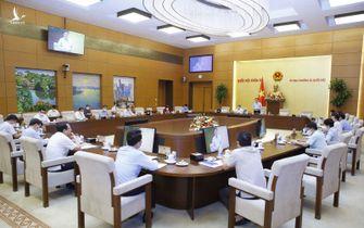 Những phiên họp khẩn và nghị quyết chưa có tiền lệ của Chủ tịch Quốc hội