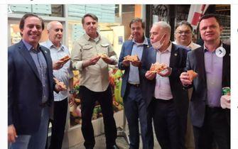 Tổng thống Brazil phải đứng ăn pizza trên vỉa hè ở New York vì chưa tiêm vắc xin