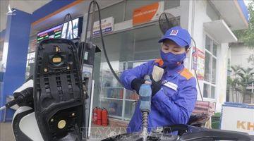 Petrolimex và PVOIL vẫn bảo đảm cung ứng đủ xăng dầu phục vụ khách hàng