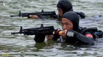 Biệt kích người nhái Trung Quốc sử dụng loại súng gì ở Biển Đông?