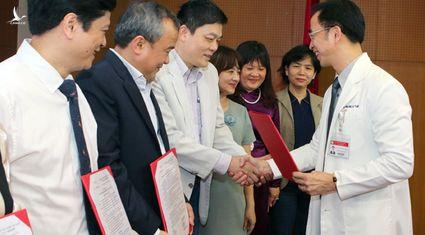 Lãnh đạo Bệnh viện Bạch Mai 'tiết lộ' 4 lý do khiến hơn 200 cán bộ y tế xin nghỉ việc